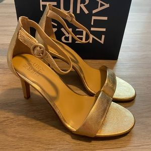 New Womens Naturalizer Gold Leather Sandal Heel